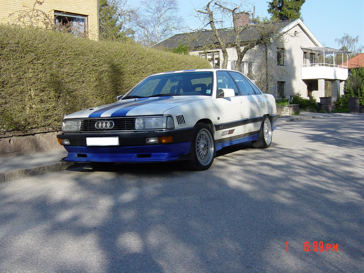 http://www.loaded4speed.com/audi100sve/2.jpg
